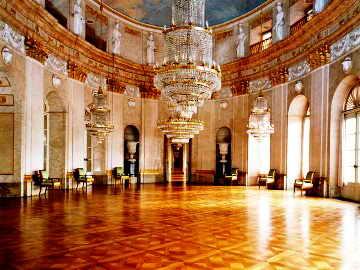 Das In Der Zeit Von 1704 Bis 1733 Unter Herzog Eberhard Ludwig Von  Württemberg Erbaute Ludwigsburger Residenzschloss Ist Eines Der Größten Im  Original ...